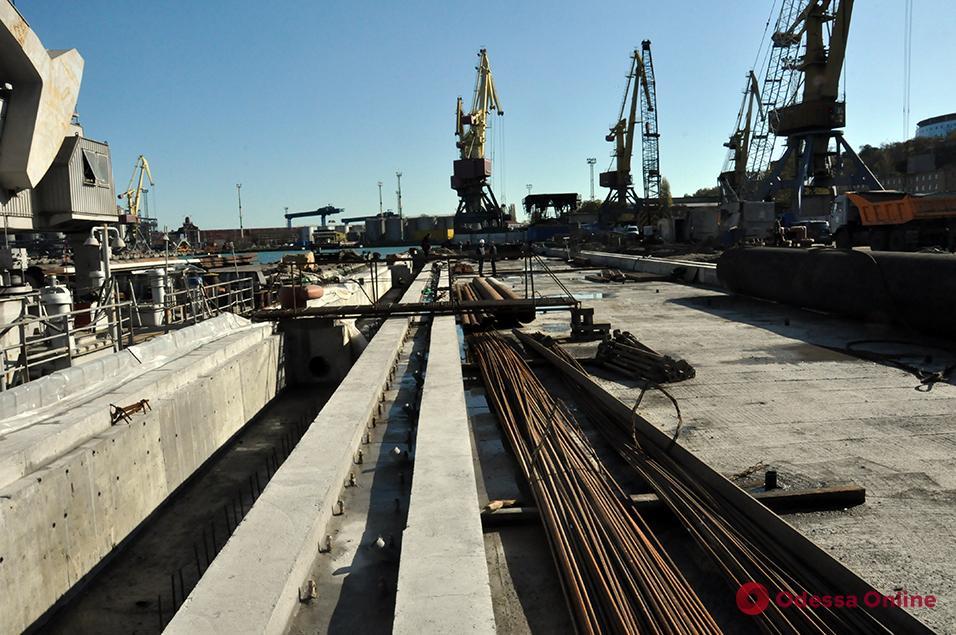 В Одесском порту идет реконструкция причала № 7
