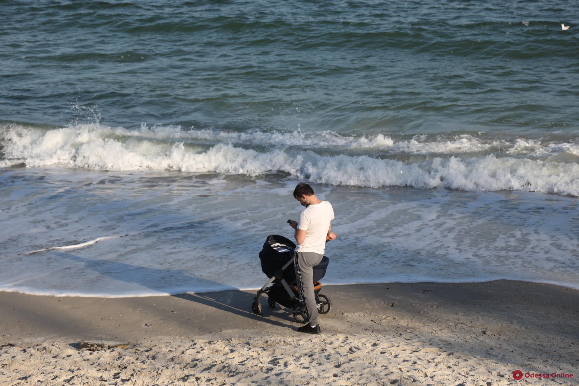 Последние теплые деньки уходящего года на одесских пляжах (фоторепортаж)