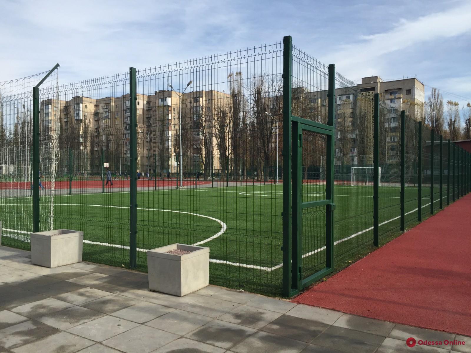 Новый школьный стадион на Черемушках готов к открытию