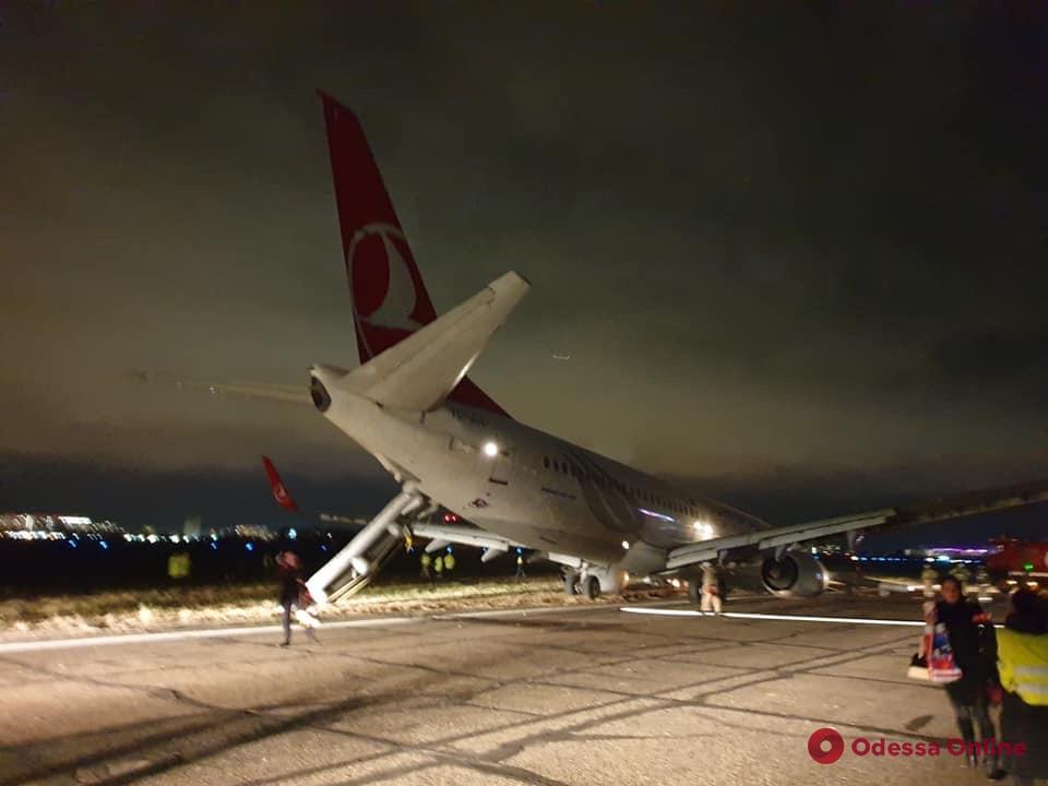 В Одесском аэропорту назвали причину аварийной посадки самолета