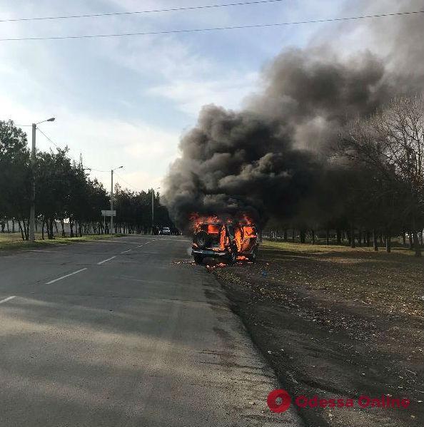 Ехали на место происшествия: в Измаиле на ходу сгорел автомобиль следственно-оперативной группы