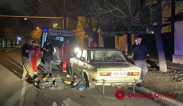 Пьяный измаильчанин на мопеде врезался в припаркованные «Жигули»