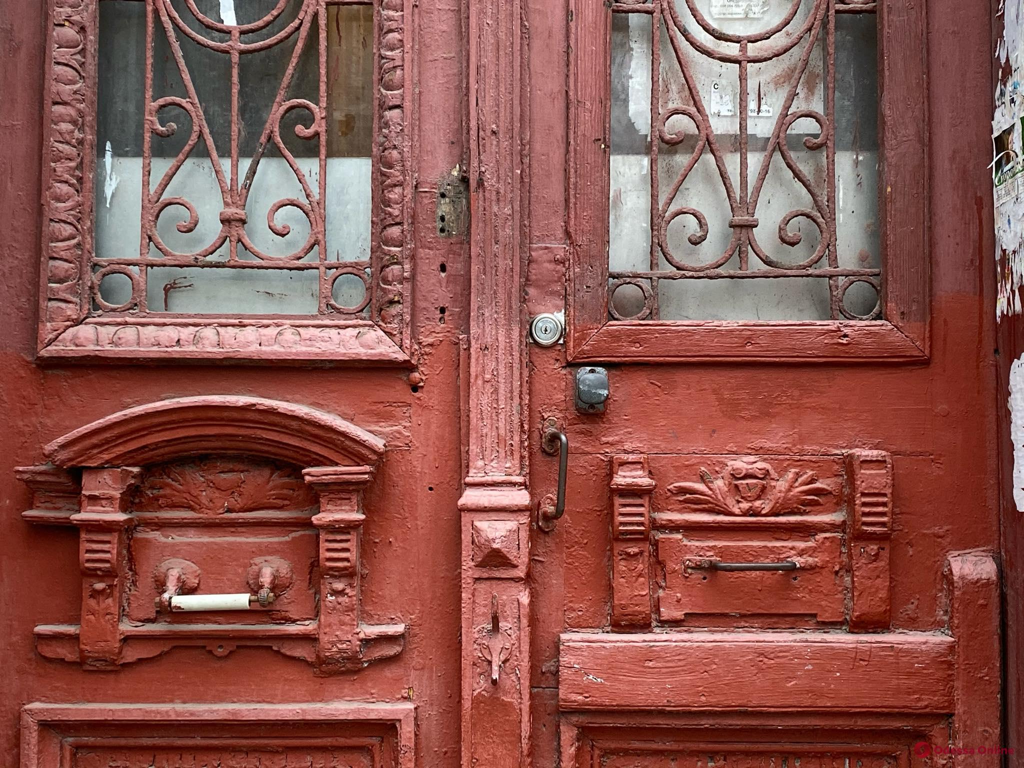В Одессе отреставрируют 11 старинных дверей