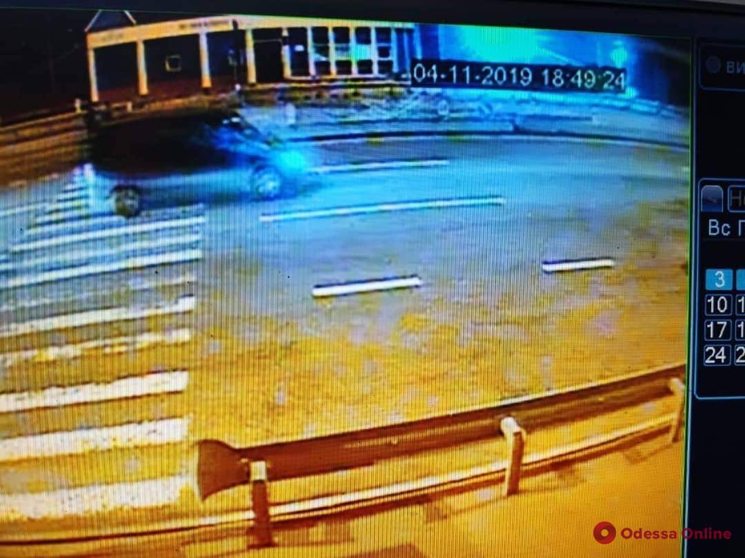 Отобрали 12 миллионов: на трассе под Одессой произошло ограбление со стрельбой