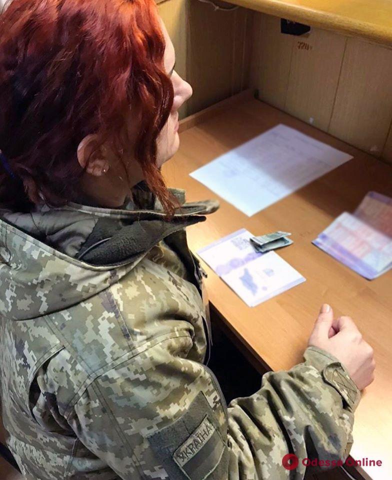 В Черноморском порту грузин-нелегал пытался подкупить пограничника