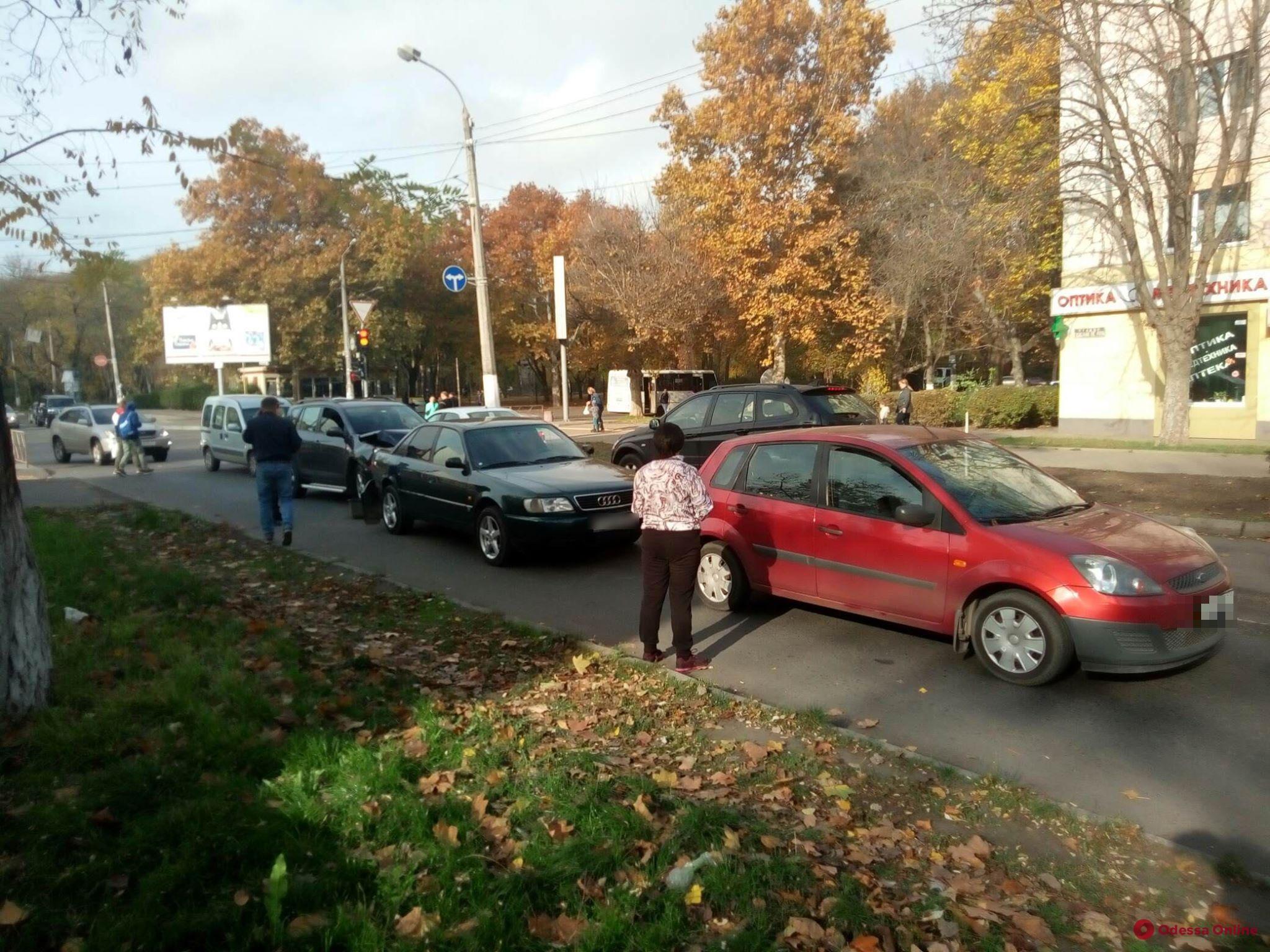 На Черемушках три авто столкнулись «паровозиком»