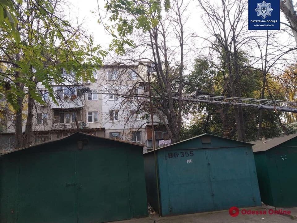 В Одессе трехлетнюю малышку освободили из закрытой квартиры