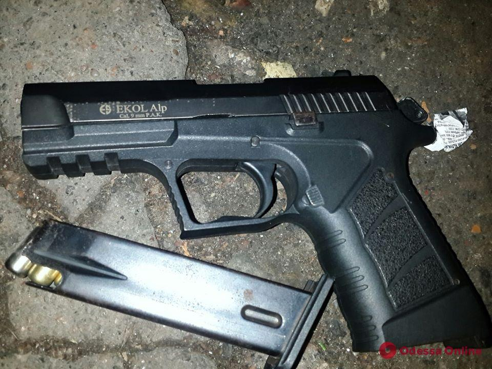 На Таирова мужчина угрожал прохожим пистолетом