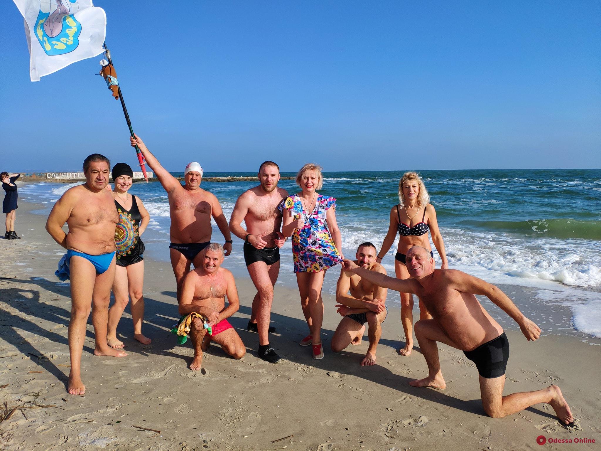 Одесские «моржи» устроили морской заплыв (фото)