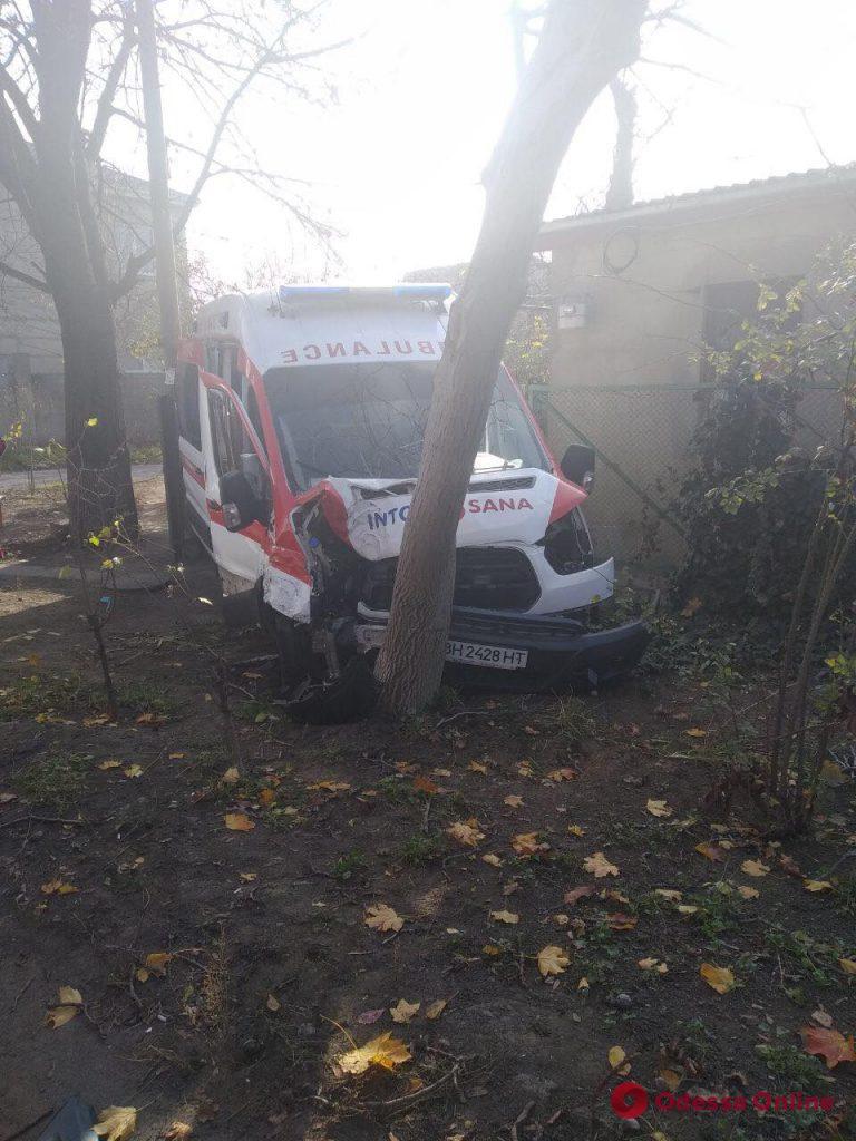 На Чубаевке столкнулись Mercedes и скорая Into-Sana — есть пострадавшие (фото)