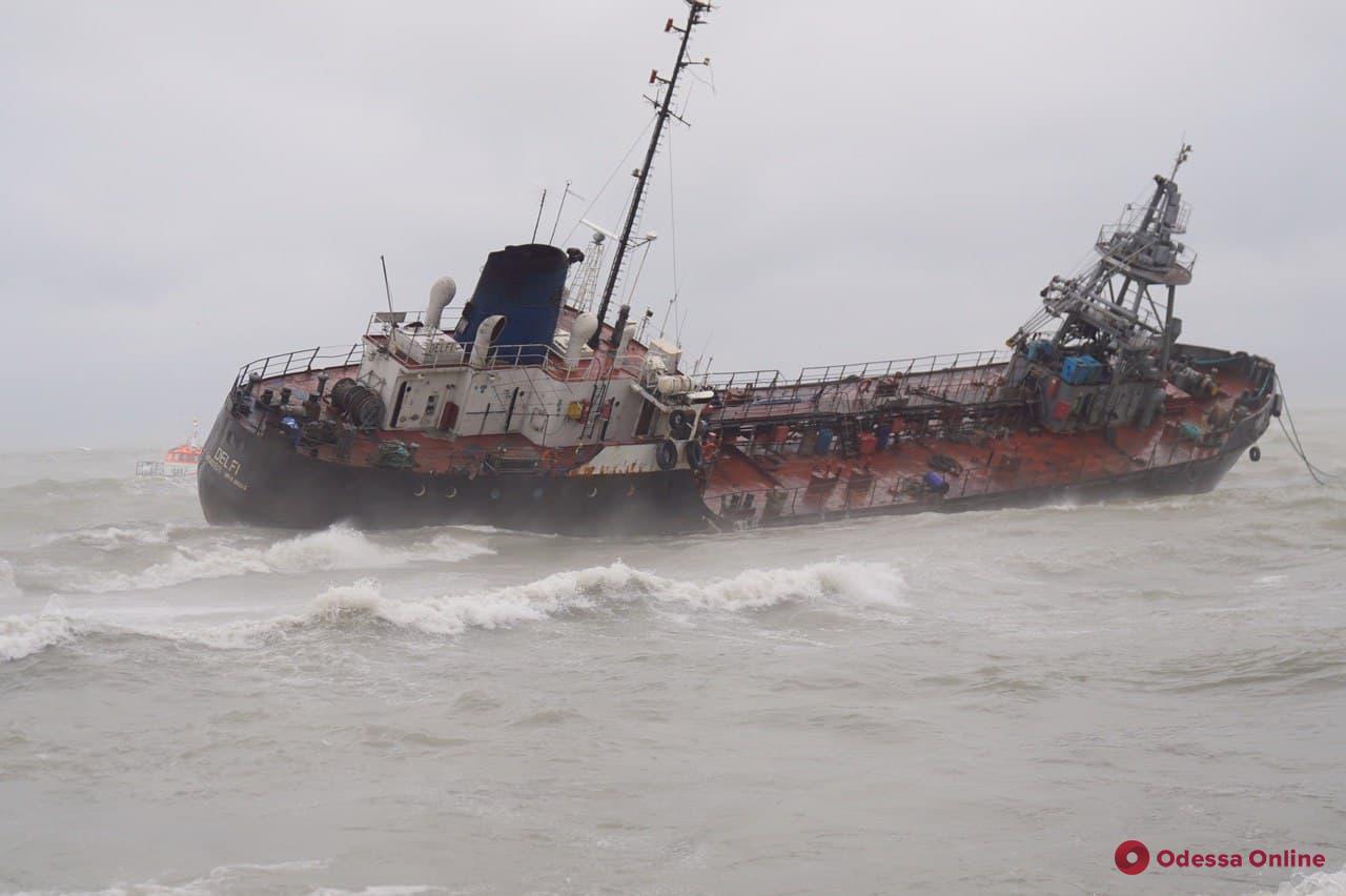 Полиция открыла уголовное производство по факту крушения танкера Delfi