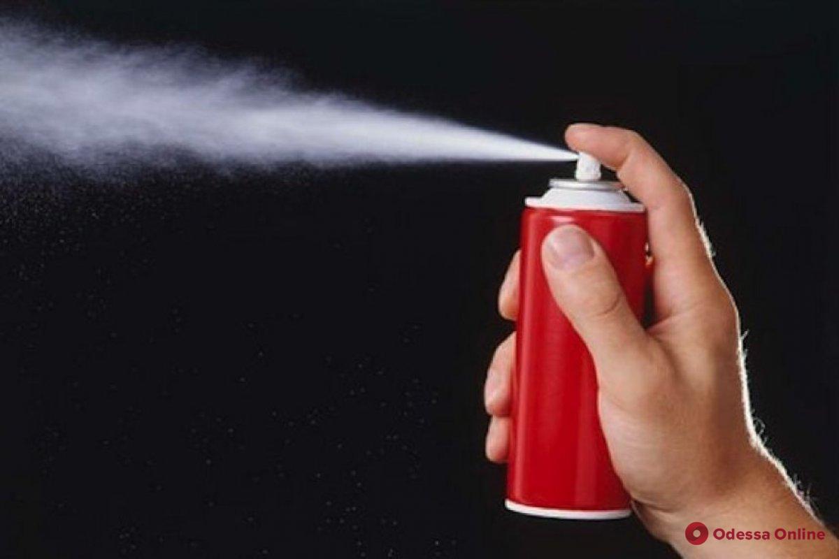 Распылил газ в школьном туалете: 17-летнего одессита привлекли к ответственности