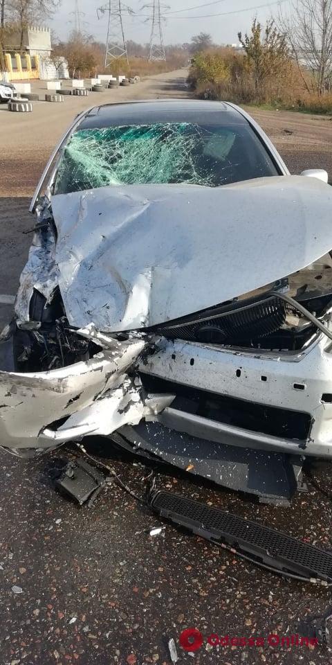 В районе Клеверного моста не разминулись грузовик и легковушка — есть пострадавший (видео)