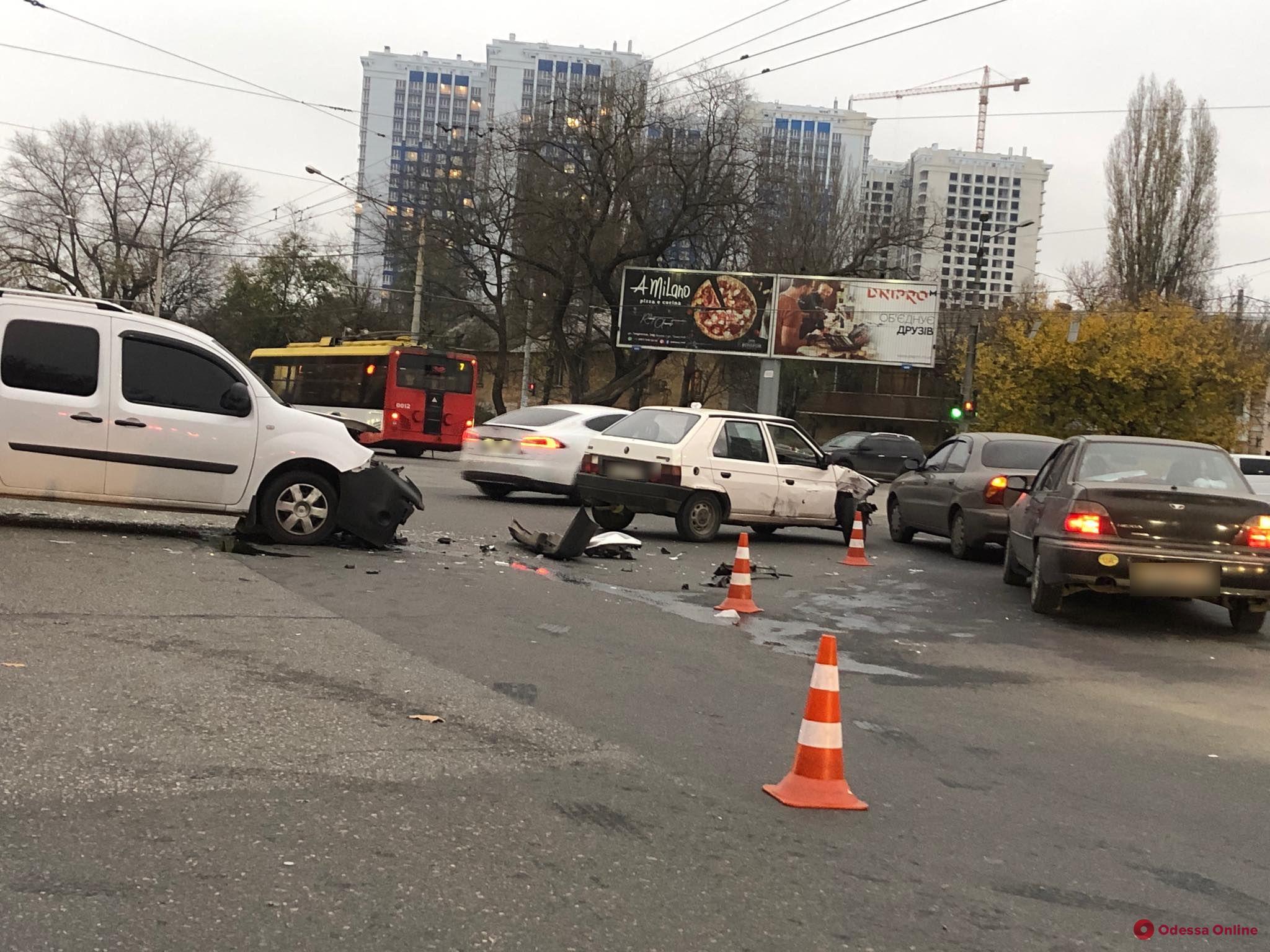 На Люстдорфской дороге столкнулись два авто — образовалась пробка (обновлено)