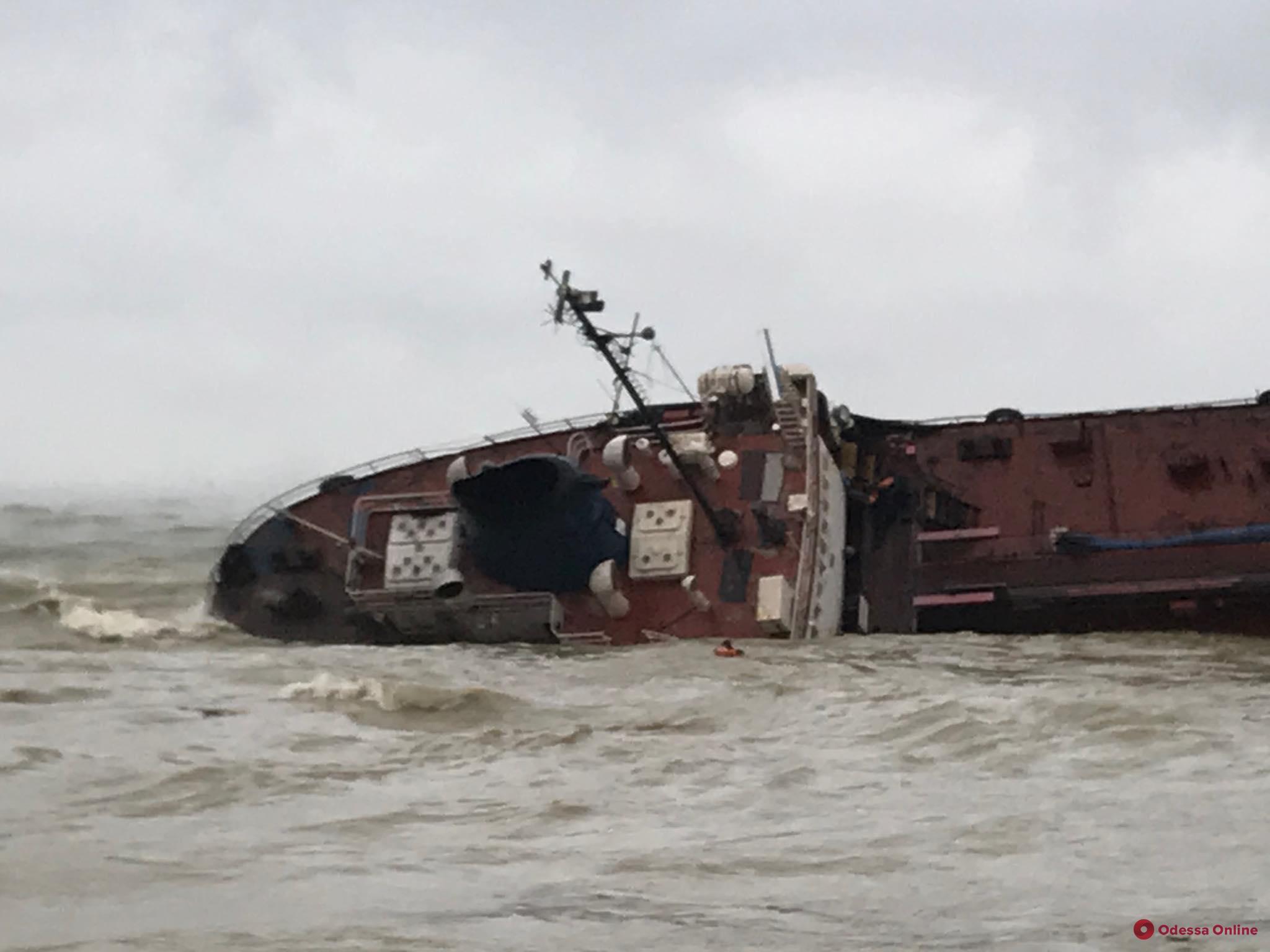 Крушение танкера в Одессе: владелец Delfi не выходит на связь