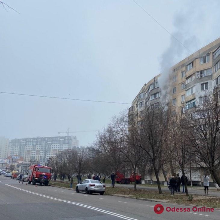 На поселке Котовского горит квартира (обновляется)
