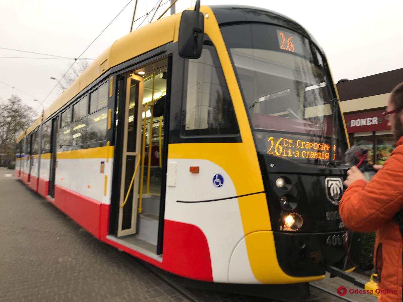 В Одессе вышел на маршрут самый длинный трамвай в Украине (фото)