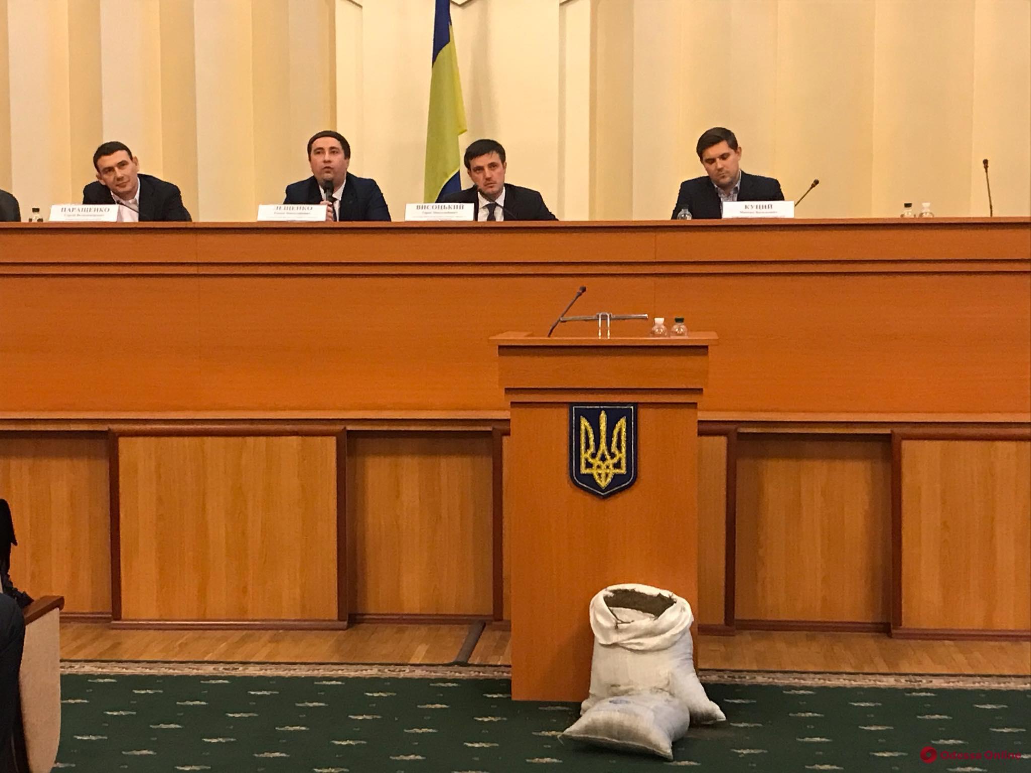Продавать землю или нет: в Одессе обсуждали аграрную реформу