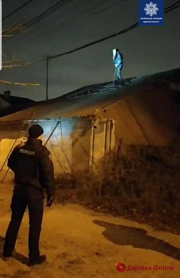 Одесский патрульный пострадал при попытке снять с крыши сбежавшего пациента психиатрической больницы