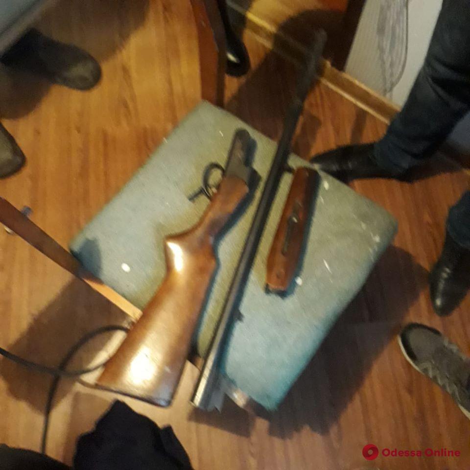 У жителя Одесской области нашли ружье и три килограмма марихуаны