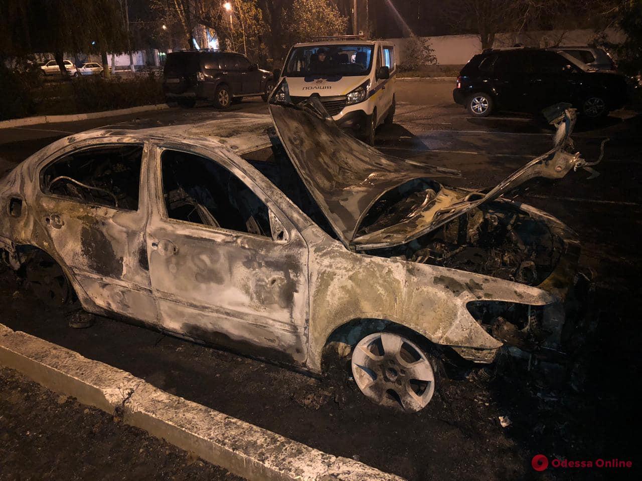 На Черемушках сожгли автомобиль и.о начальника Одесской таможни (видео, обновлено)
