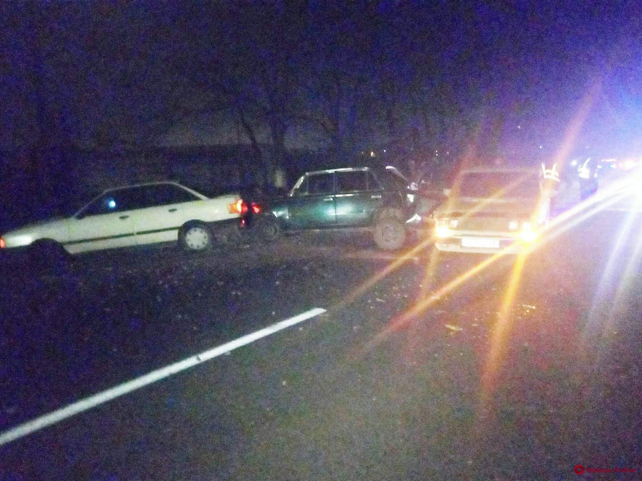 На въезде в Одессу столкнулись три автомобиля