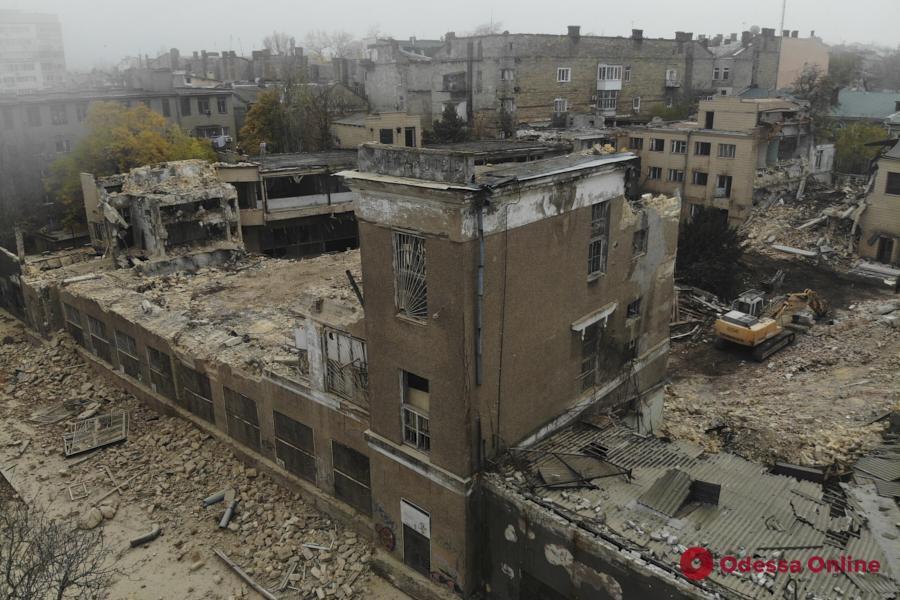 В Одессе сносят корпуса бывшего ювелирного завода (фоторепортаж)