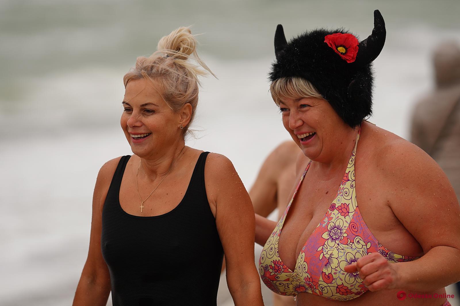 На пляже «Ланжерон» отметили международный День моржа (фото)