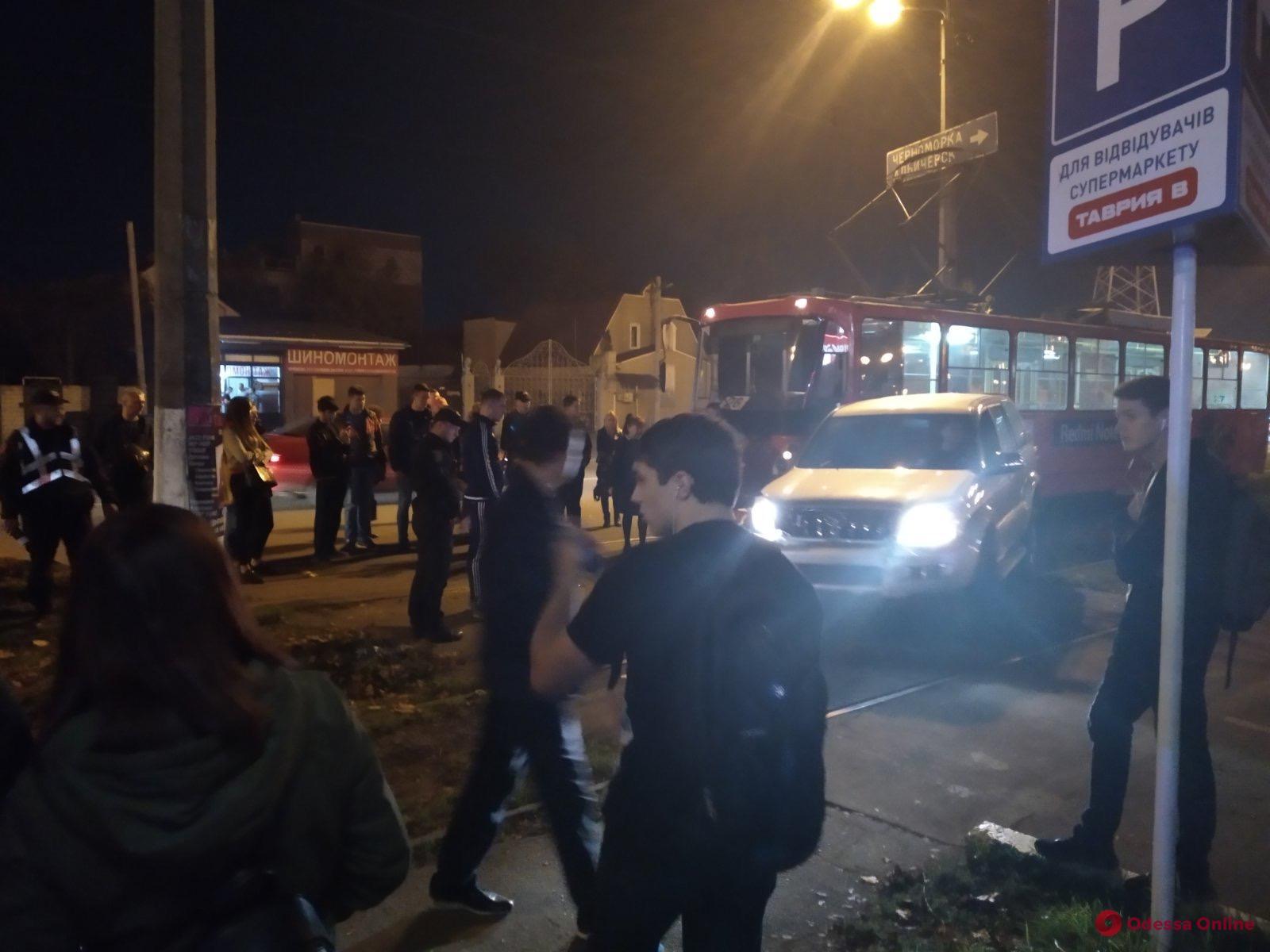 В Одессе внедорожник врезался в трамвай