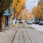 осень французский бульвар трамвай