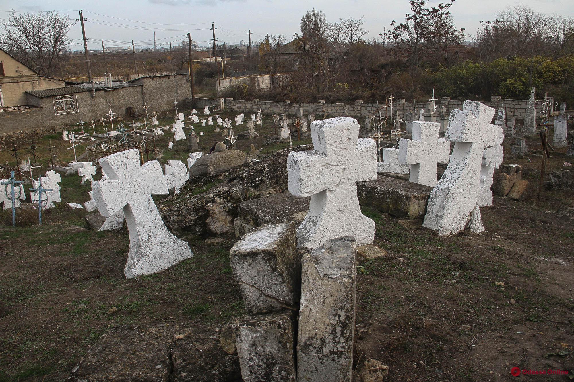 Старинному казацкому кладбищу под Шкодовой горой присвоили статус памятника истории местного значения