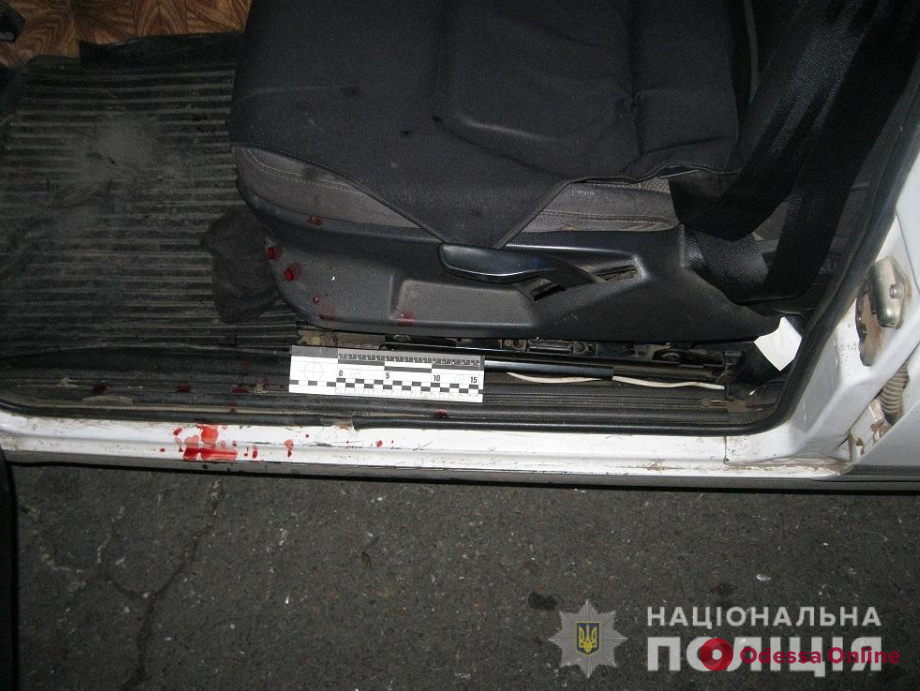 В Одесской области пьяный пассажир набросился с ножом на таксиста
