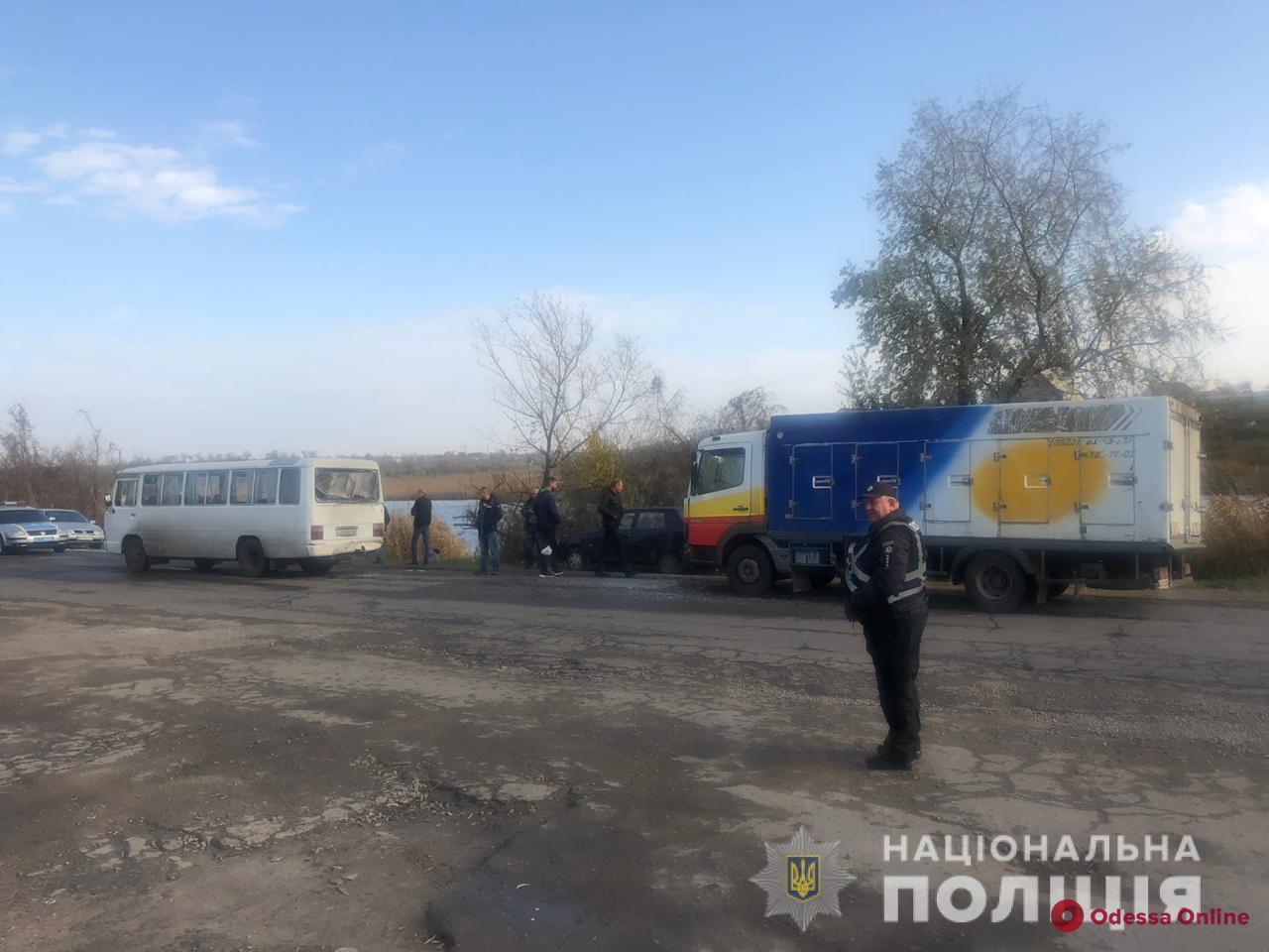 На Объездной дороге столкнулись микроавтобус и грузовик: шестеро пострадавших