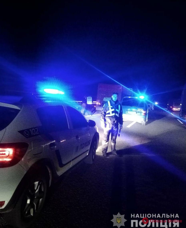На трассе Киев-Одесса двое мужчин погибли под колесами внедорожника
