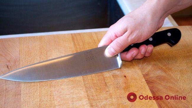 Одессит в пьяной ссоре ударил ножом возлюбленного матери