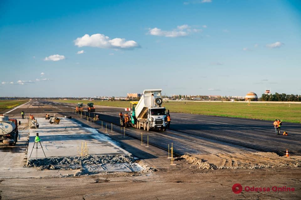 В Одесском аэропорту завершается строительство рулежной дорожки между полосами