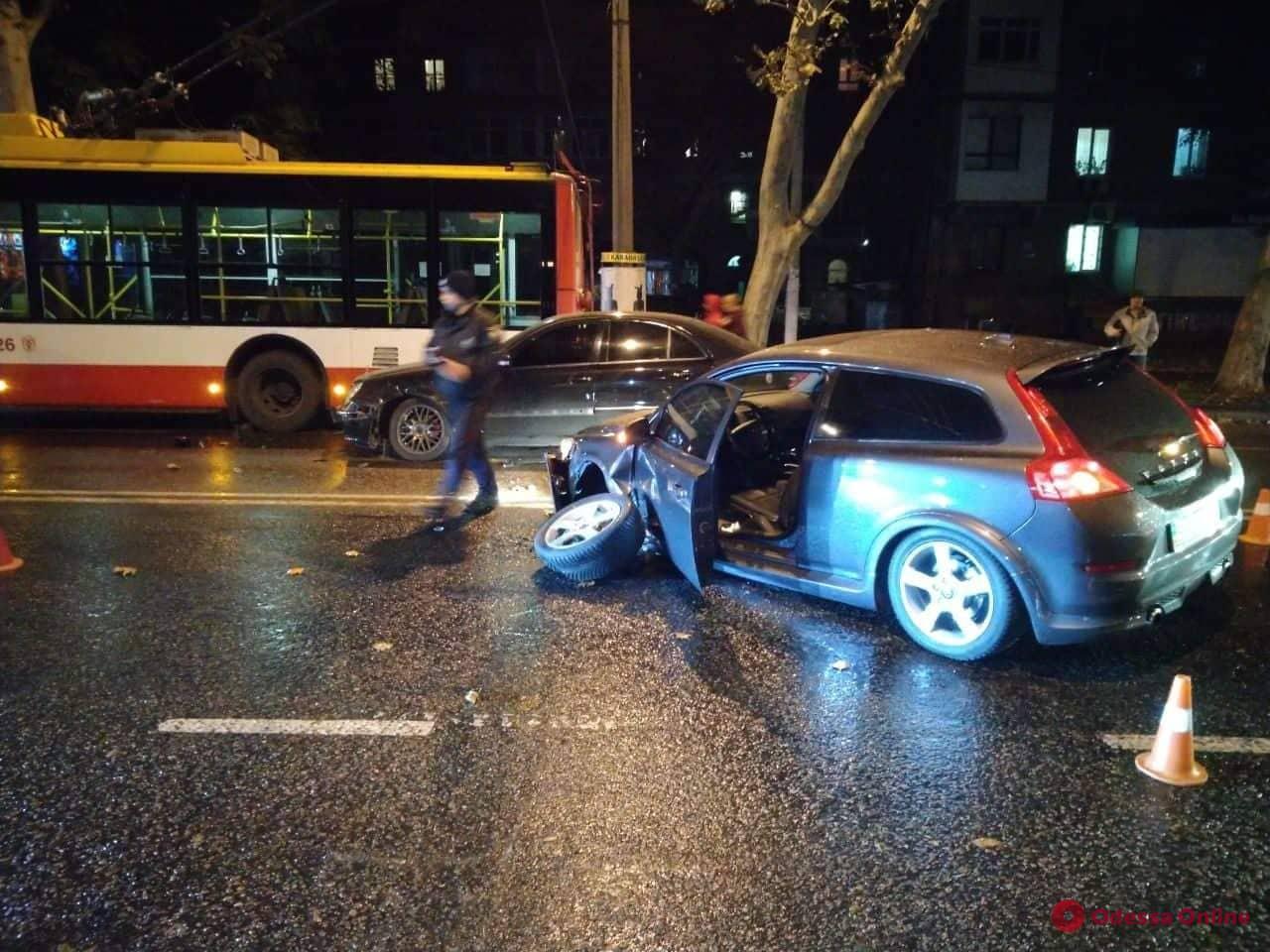 На проспекте Шевченко столкнулись два авто, троллейбус и мотоцикл — есть пострадавший