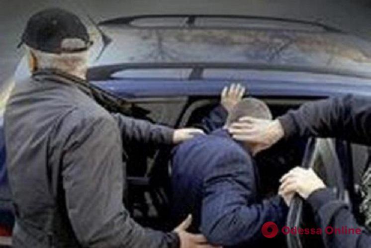 Двое разбойников ворвались в дом к одесситу и похитили его