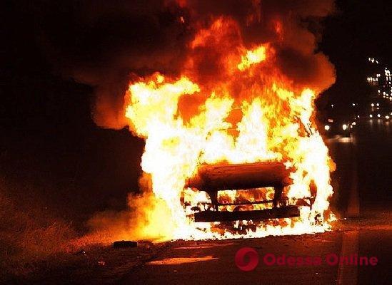 На Черемушках сожгли машину полицейского