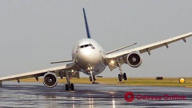 В Одесском аэропорту — снова аварийная посадка самолета