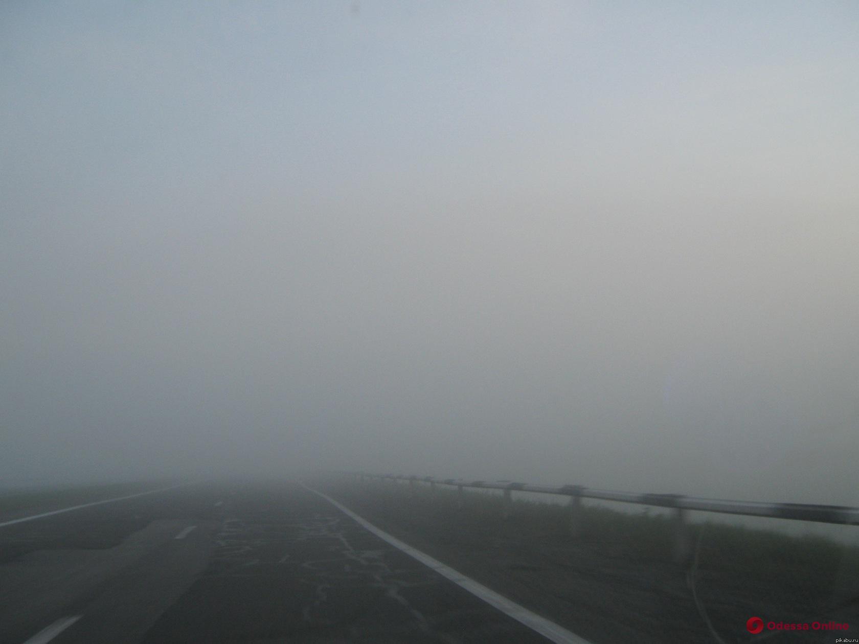 Водителей просят объезжать район Клеверного моста и предупреждают о плохой видимости на дорогах