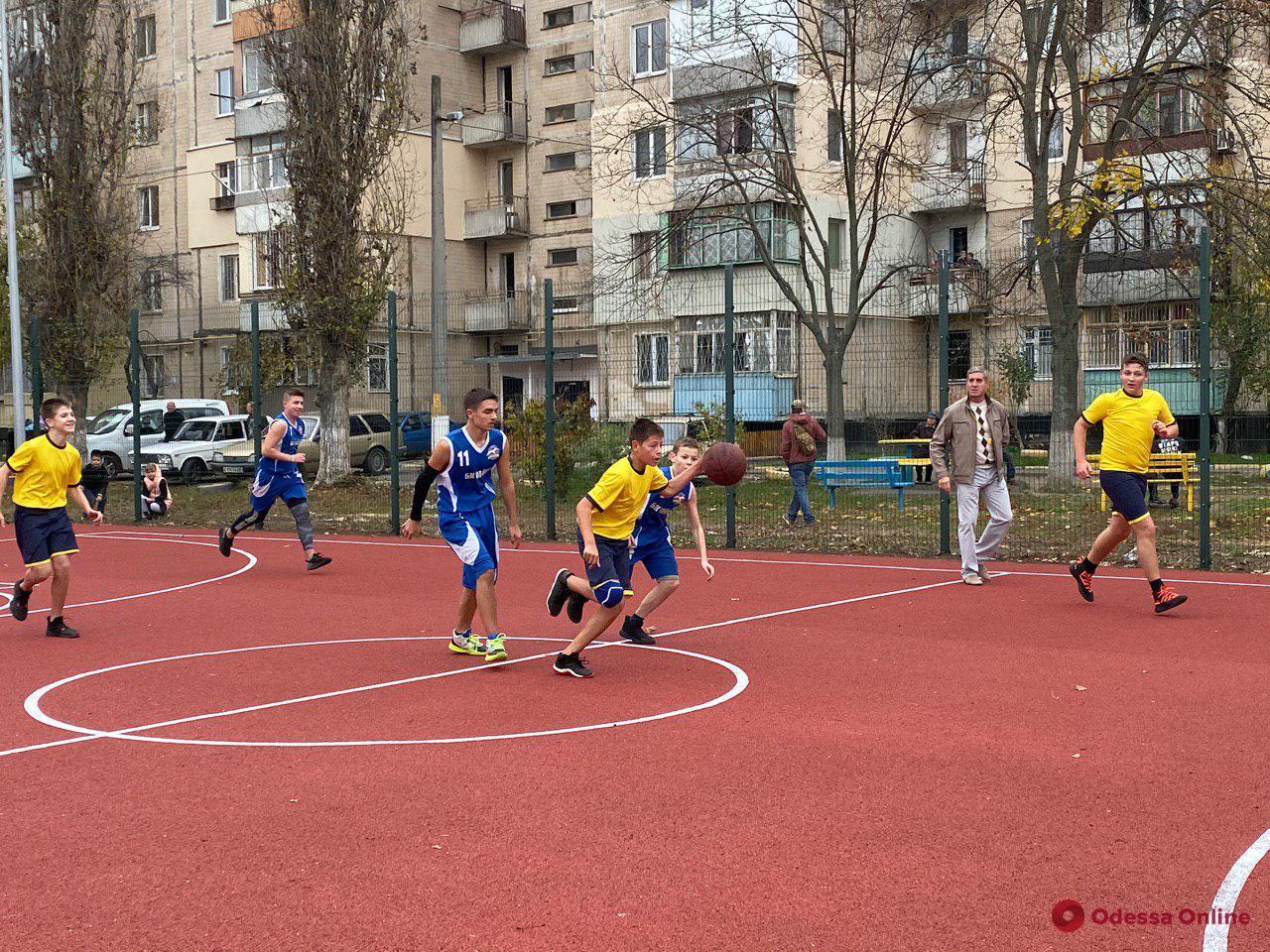 В Одессе после капремонта открыли еще один школьный стадион (фото, видео)