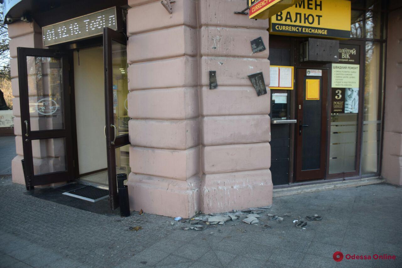 В Одессе разоблачили вандала, который разбил памятную доску Игорю Иванову (видео)