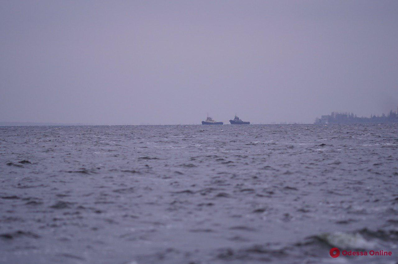 Захваченные год назад Россией украинские корабли прибывают в Очаков (фото, видео, обновляется)