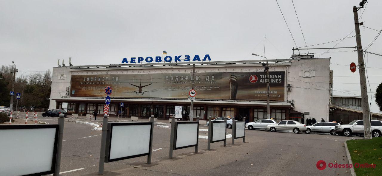 Одесский аэропорт продлил отмену рейсов