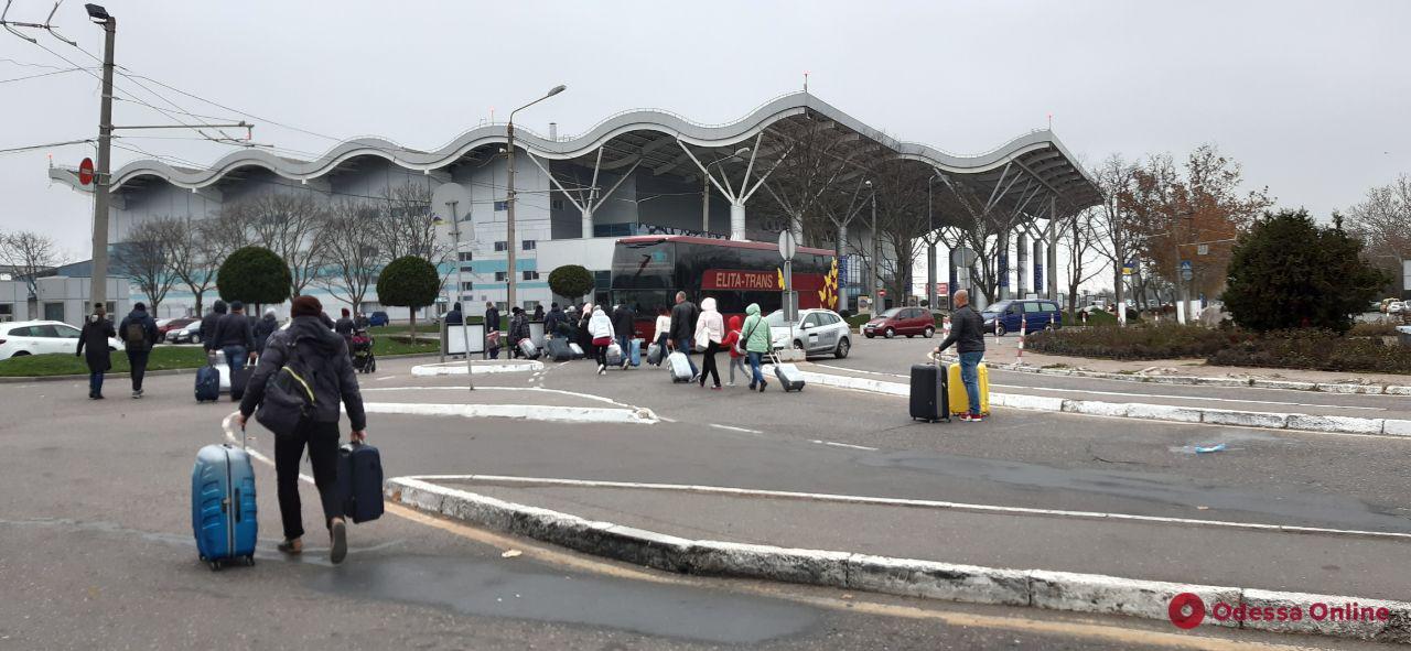 Рейсы из Одесского аэропорта отменены до 18:00