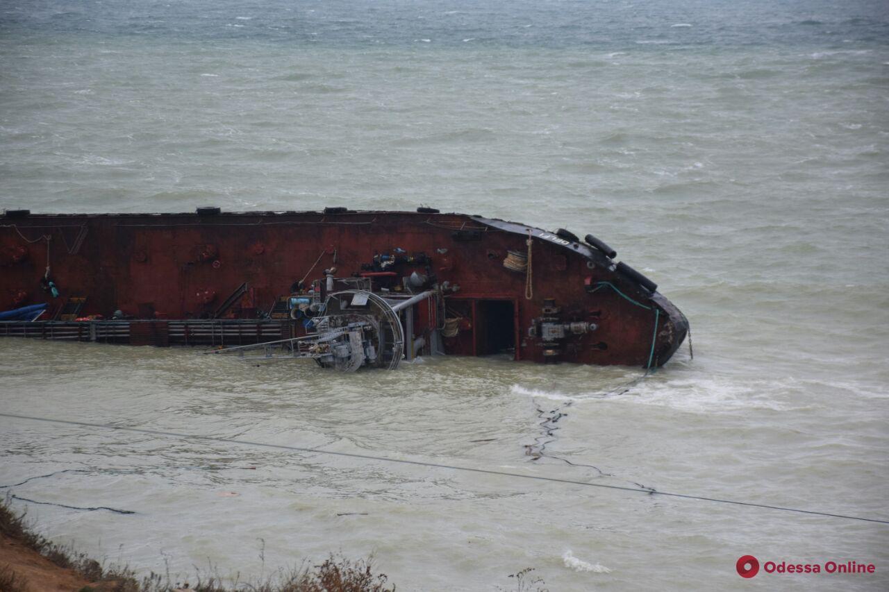 Крушение танкера Delfi в Одессе: загрязнение воды превышает норму в 157 раз