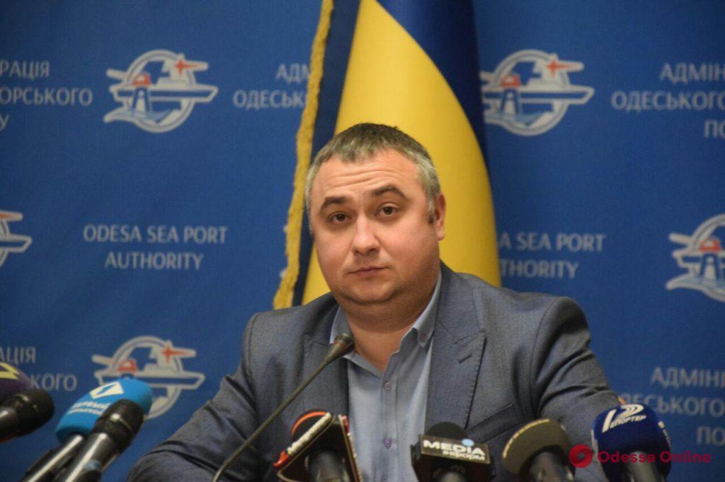 В Одессе вокруг танкера Delfi устанавливают улавливатели нефтепродуктов