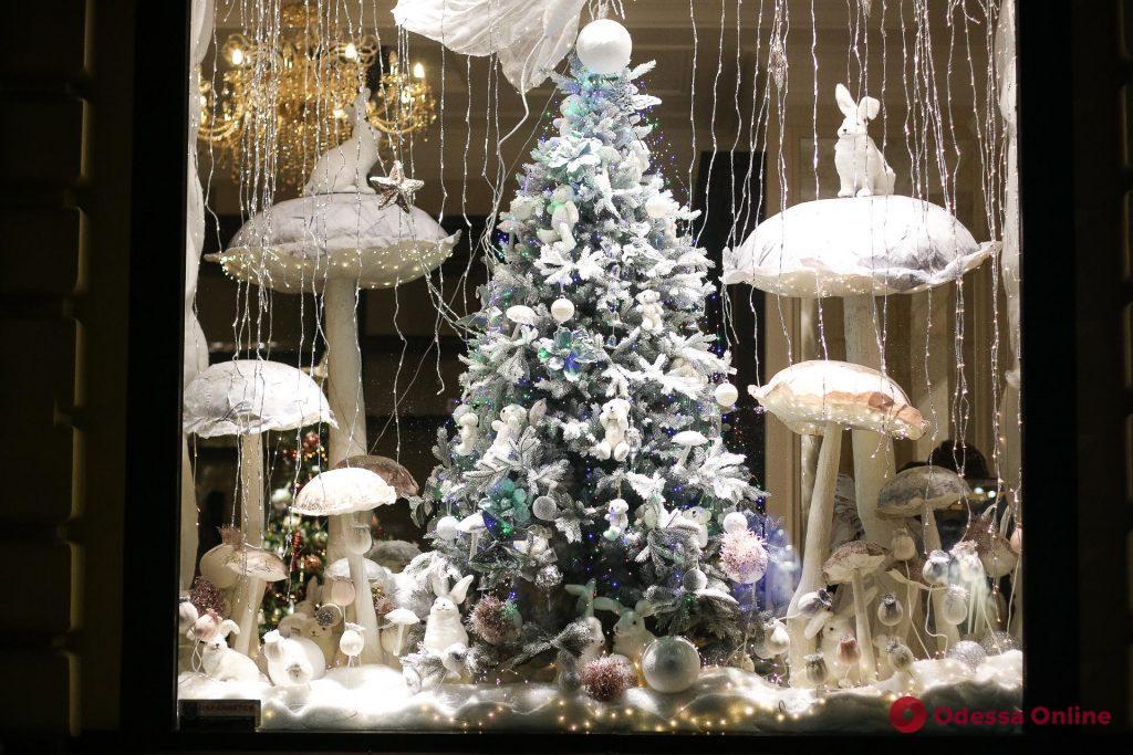Одесса: завораживающие новогодние витрины (фоторепортаж)