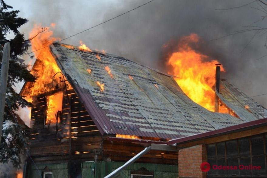Спасатели тушили сильный пожар под Черноморском